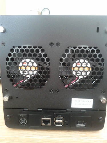 Découvrez le Synology DiskStation DS411 - Façade arrière