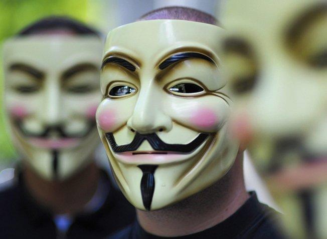 Des allégations des Anonymes indiquent qu'ils ont accès à des bases de données des États-Unis