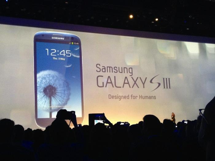 Samsung Galaxy SIII révélé : 4,8 pouces, affichage HD 720p, AP de 8 Mpix et disponible fin Mai