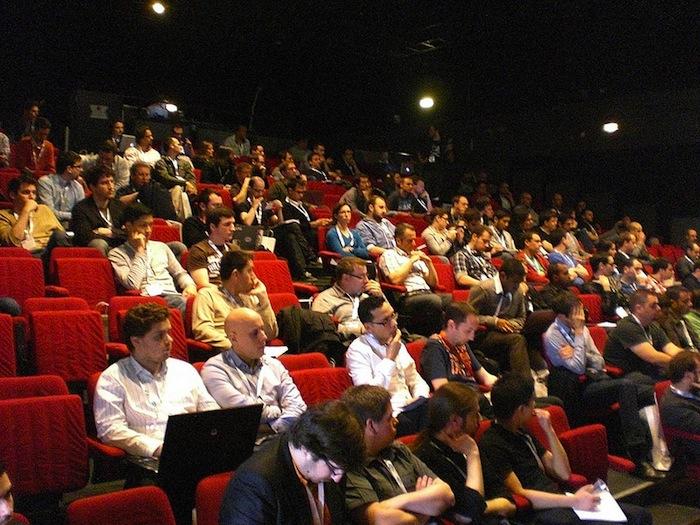 Compte rendu de la deuxième journée du Forum PHP 2012 - Salle comble pour 'La qualité au-delà du code' de Jean-Marc Fontaine
