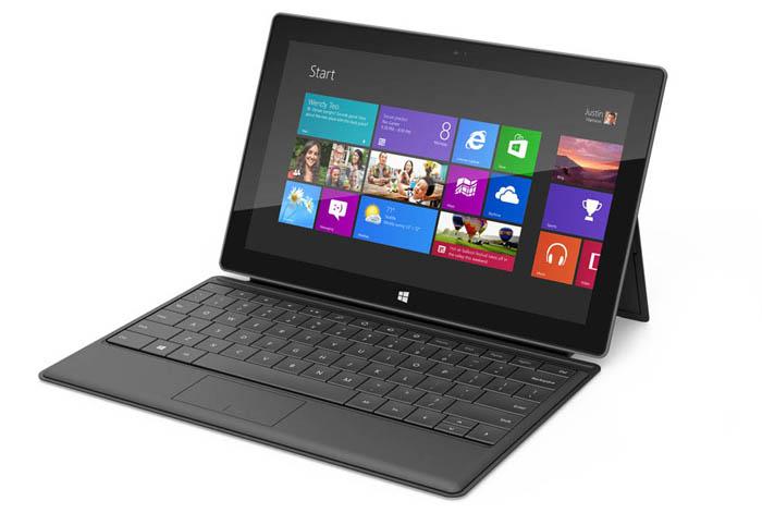 Microsoft Surface, une tablette avec une béquille et de multiples couleurs de clavier - Une fois en place, la Surface peut se comporter comme un PC