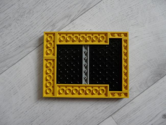 Construisez votre boîtier pour le Raspberry Pi en LEGO - Dessous du socle