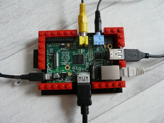 Construisez votre boîtier pour le Raspberry Pi en LEGO - Première étape du montage des murs