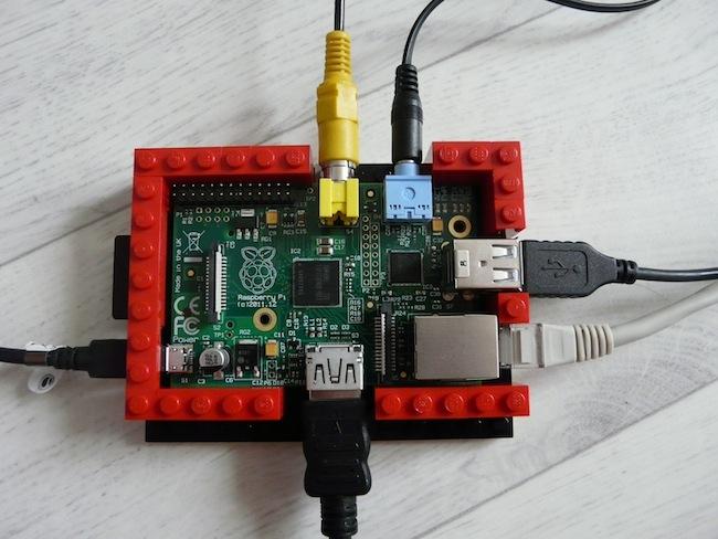 Construisez votre boîtier pour le Raspberry Pi en LEGO - Deuxième étape sur le montage des murs