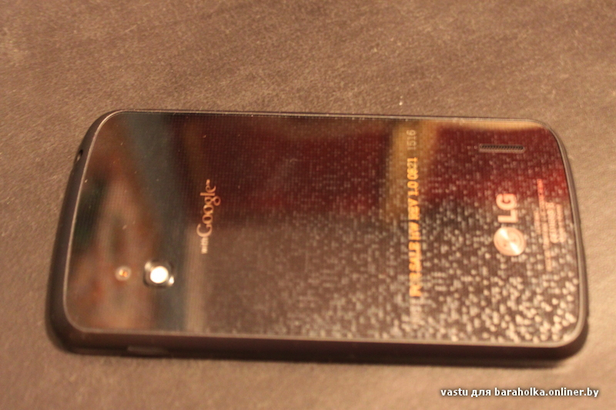 Les photos du prochain Google Nexus ont fuité - Vue de dos du Nexus LG Optimus