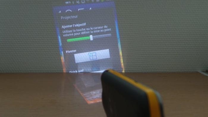 Découvrez le Samsung Galaxy Beam : un picoprojecteur embarqué dans un smartphone