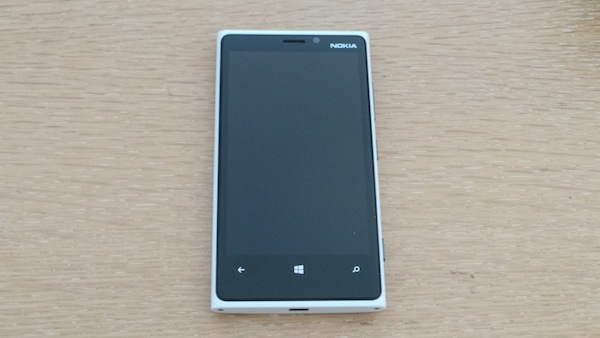 Nokia Lumia 920 : Un téléphone élégant, puissant et pensé pour la photo - Un téléphone avec une taille raisonnable