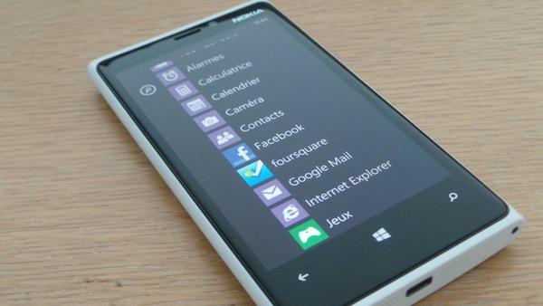 Nokia Lumia 920 : Un téléphone élégant, puissant et pensé pour la photo - Contraste élégant des couleurs