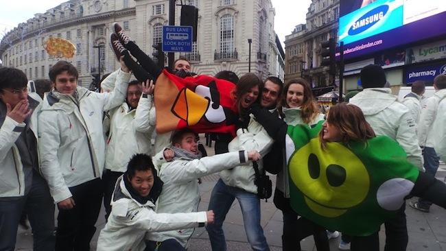 Retour sur le Angry Birds All Star Final à Londres sur Samsung Smart TV - Publicité Samsung sur le Piccadilly Circus