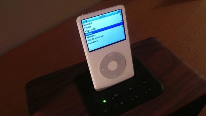 RockridgeSound Elav 4, un dock iPod et iPhone très élégant - Façade avant du Elav 4