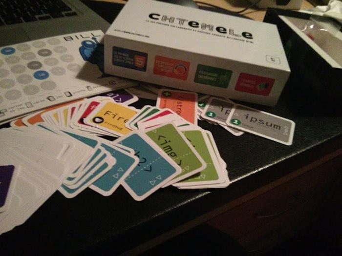 Concours : cHTeMeLe, le jeu totalement addictif et éducatif dédié à l'HTML - Boîte du jeu cHTeMeLe