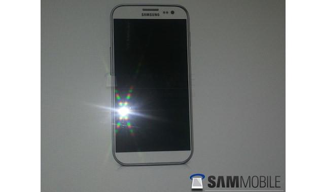 Un écran de 4,99 pouces repéré lors du CES chez Samsung, pourrait venir dans le futur Galaxy S4 - Rumeur du futur Galaxy S4