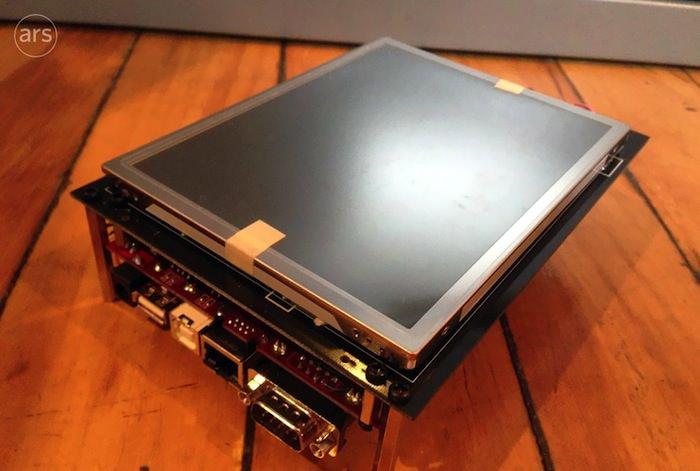 Le premier prototype de l'iPhone a été révélé, et il était énorme - Un autre angle de ce prototype iPhone montre comment était pensé l'iPhone en 2005
