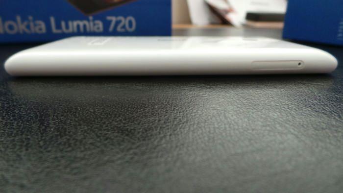 Vue du côté gauche du Nokia Lumia 720