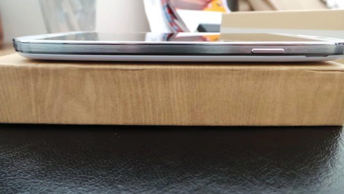 Vue de droite du Galaxy S4