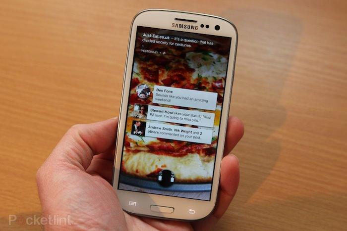 Facebook a demandé à Samsung de produire un smartphone, demande qu'il a poliment déclinée