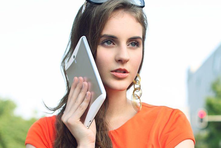 Il est possible de téléphone avec la MediaPad 7 Vogue, après je ne pense pas que ce soit concevable...