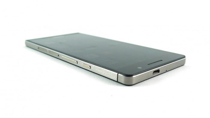 Le Huawei Ascend P6 n'est certainement pas sans rappeler l'iPhone d'Apple