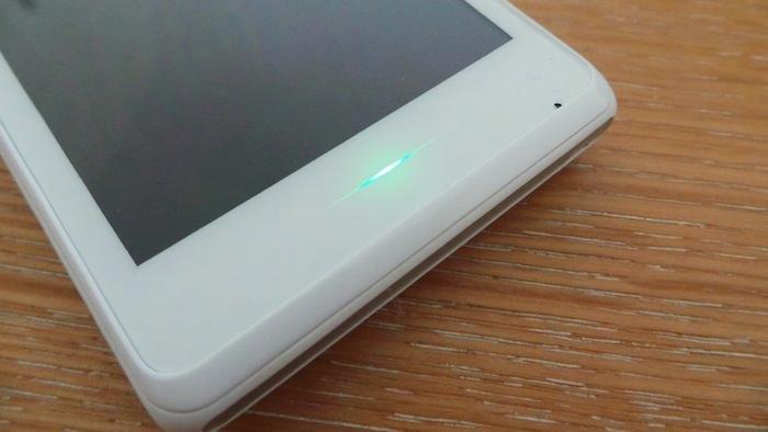 Une LED permet de vous avertir des notifications