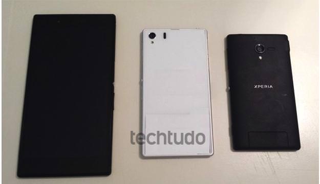 Sur la droite, le Xperia ZL, à gauche le nouveau Xperia Z Ultra, et au milieu le Xperia i1
