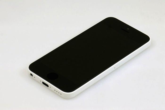 L'iPhone budget disposerait d'une coque plastique bien meilleure que celle utilisée dans les smartphones d'autres fabricants