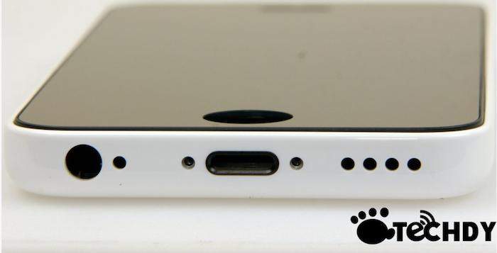 Vue du bas de l'iPhone low cost