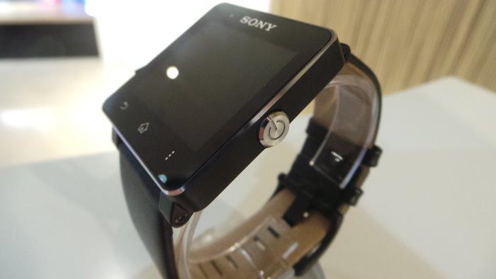 On retrouve le gros bouton rond familier des dispositifs Xperia 2013
