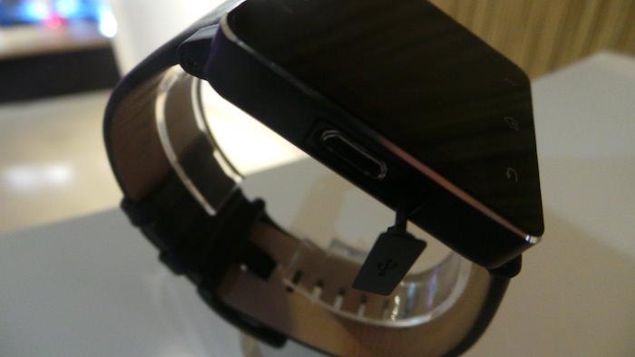 La SmartWatch 2 dispose d'un écran tactile de 1,6 pouces