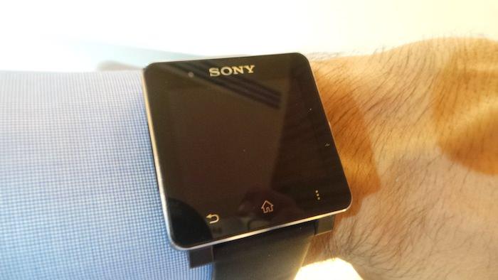 La Sony SmartWatch 2 est vraiment élégante au poignet