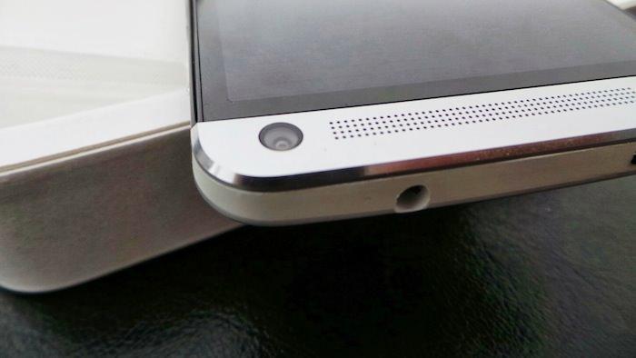 Sur la façade avant, une caméra frontale de 2,1 mégapixels avec un objectif grand angle de 88°