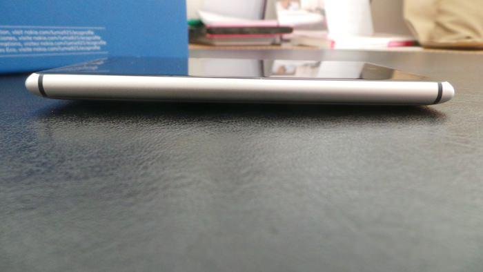 Vue de gauche du Lumia 925