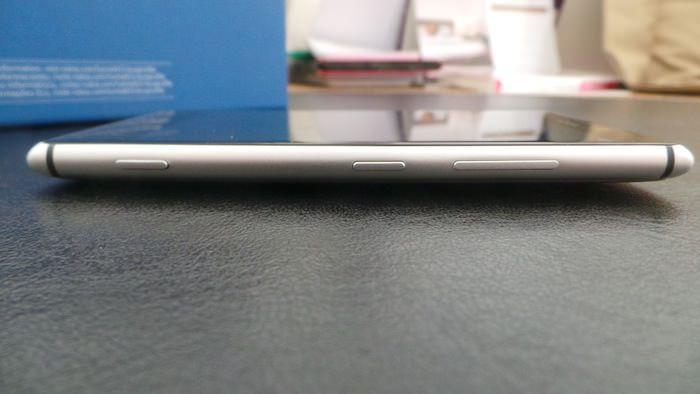 Vue de droite du Lumia 925
