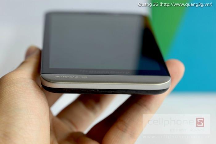 Vue de dessous du BlackBerry Z30