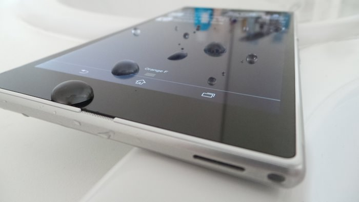 Vous pouvez plonger le Xperia Z Ultra sans crainte dans l'eau