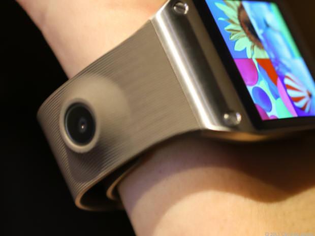 Un appareil photo est intégré dans le bracelet de la montre