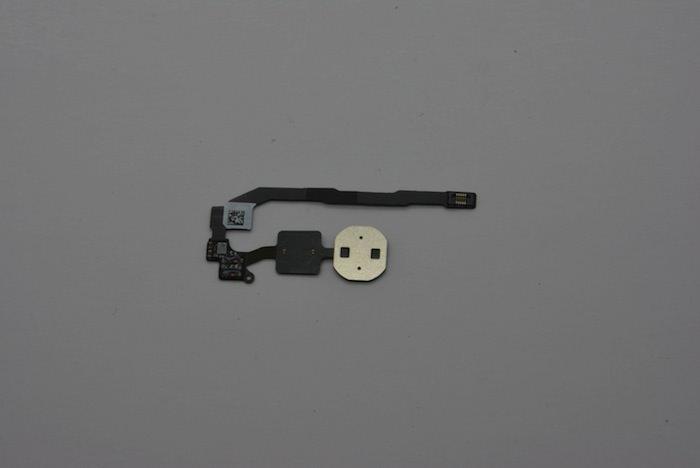 Face arrière du scanner d'empreintes qui serait intégré dans l'iPhone 5S