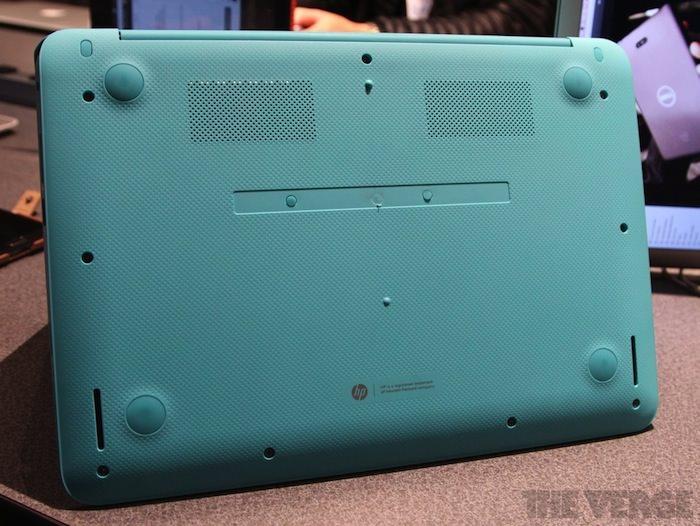 Vue de dessous du Chromebook 14 Ocean Turquoise
