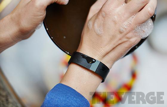 La Fitbit Force résisterait à l'eau