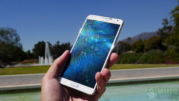 Impacts sur l'écran lorsque le téléphone est lâché sur la façade avant
