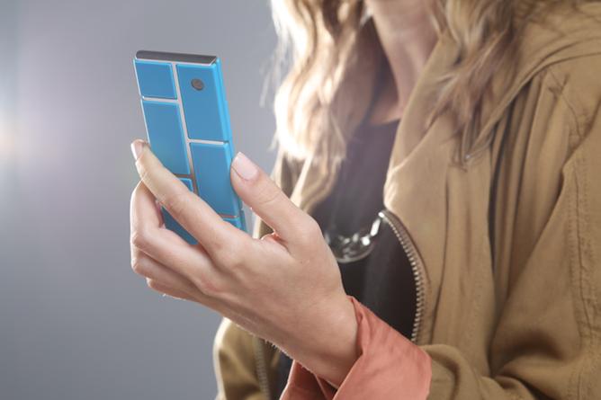 Un smartphone entièrement modulaire reposant sur un endosquelette et composé de modules
