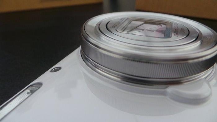 Unboxing et prise en main du Samsung Galaxy S4 Zoom, le smartphone avec un zoom optique 10x
