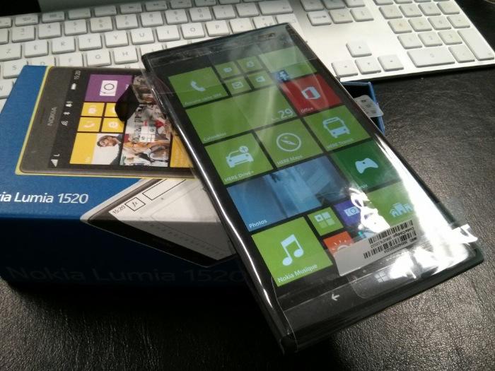 Unboxing et prise en main du Nokia Lumia 1520, un smartphone géant