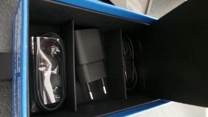 Vue de l'intérieur de la boîte du Lumia 1520