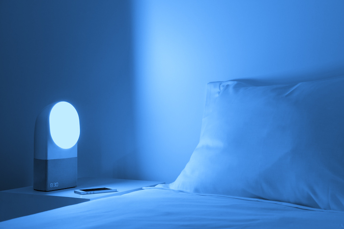 Aura est équipé d'une ampoule qui change de couleur permettant ainsi de soulager vos réveils