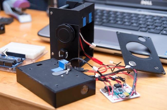 Le Lux est une caméra bricolée par une imprimante 3D, et contrôlée par un Arduino