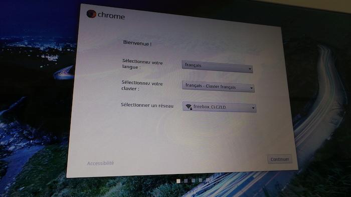 La configuration de Chrome OS est très rapide vous avez juste besoin de connecter votre compte Google
