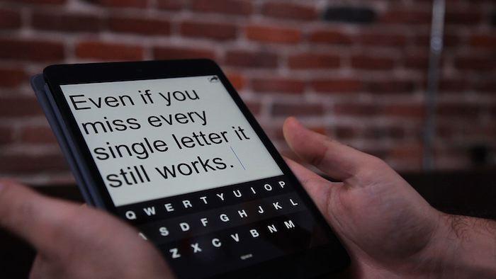 Taper sans regarder en utilisant Fleksy, le premier clavier de rechange de l'iPhone