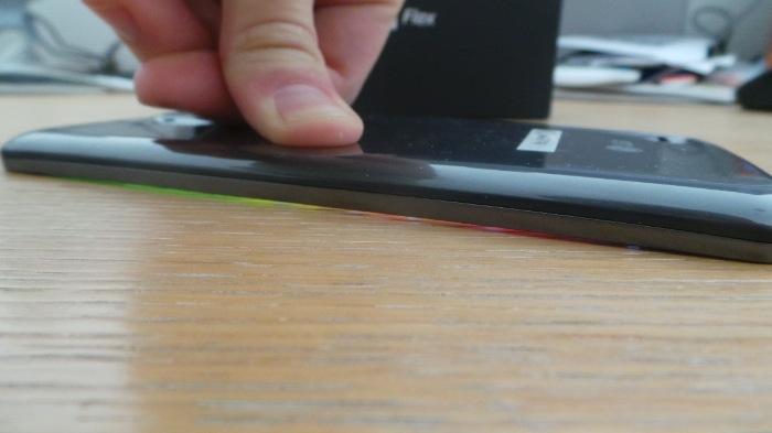 On peut aplatir sans problème l'écran flexible du G Flex