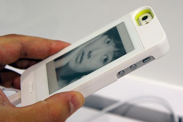 MWC'14 : InkCase offre un écran de E-Ink à l'arrière de votre smartphone