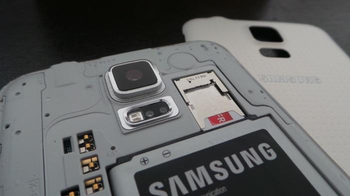 Galaxy S5 : possibilité de retirer la coque arrière